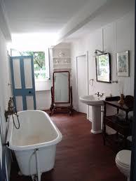 How To Scrub Bathtub How Do I Clean A Bathtub With Bleach Hunker