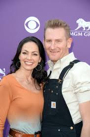 rory feek returns to tennessee home with daughter ny daily news