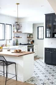 carrelage cuisine blanc cuisine blanc et bois cuisine blanche plan de travail bois
