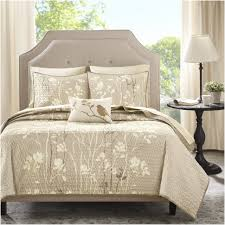 how to make a bed like a pro bedroom whats a coverlet stirring whats a coverlet for a bedroom