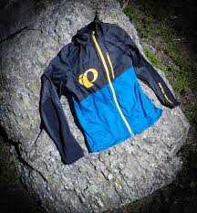 lightweight mtb jacket review pearl izumi mtb barrier jacket singletracks mountain