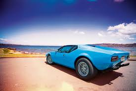 de tomaso blue panther try take your eyes of this 1972 de tomaso pantera