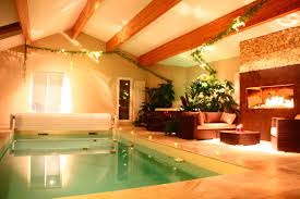 chambre avec spa privatif chambre romantique avec piscine intérieure et cheminée en