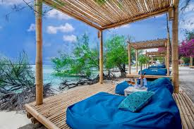 the 5 bars you need to visit in gili meno ministry of villas
