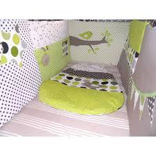 chambre bébé taupe et vert anis ensemble tour de lit gigoteuses sur mesure selon vos envies de