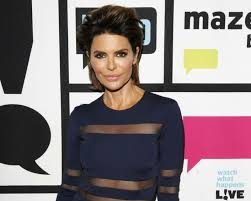 lisa rinna tutorial for her hair lisa rinna twitter rhobh changes hair see a photo video