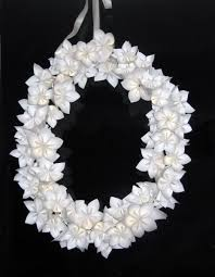 centre de table mariage fait maison tutoriel pour créer une couronne de fleurs en papier