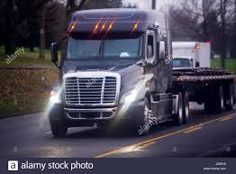 low bed trailer stock photos u0026 low bed trailer stock images alamy