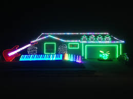 christmas light show 2016 this family set their epic christmas lights display to let it go