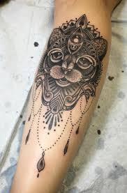 tatouage femme avant bras tatouage chat signification emplacement et modèles en styles variés