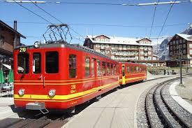 treno cremagliera trenino a cremagliera a kleine scheidegg foto di jungfraujoch