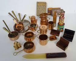 vente aux encheres cuisine lot d accessoires de cuisine en cuivre pour maison de poupées un
