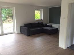 Boden Im Schlafzimmer Feucht Die Auswahl Des Richtigen Fußboden Und Der Fußleisten