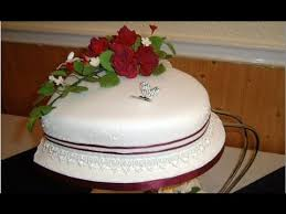 heart shaped wedding cakes heart shaped wedding cakes with roses