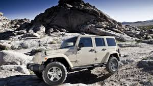 jeep wrangler logo wallpaper white jeep wrangler on the rocks 2560x1440 whqd 16 9 wide