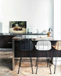 chaise de bar cuisine comment adopter le tabouret de bar dans l intérieur moderne