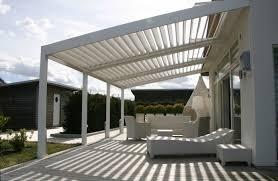modele de terrasse couverte adossée contre mur pergola bioclimatique pergolas pinterest