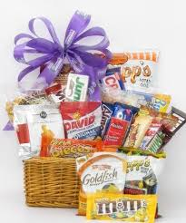 Food Gift Baskets For Delivery The 25 Best Food Basket Delivery Ideas On Pinterest Picnic Box