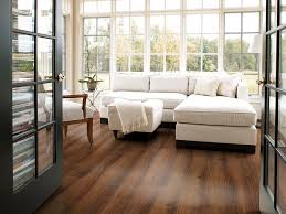 features of laminate wood flooring