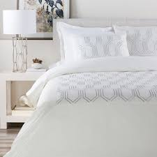 Guest Bedroom Bedding - decorating ideas for a modern guest room design necessities