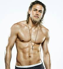 how to get thecharlie hunnam haircut 10 times charlie hunnam proved he actually wasn t human