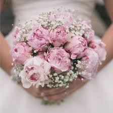wedding flowers questions to ask questions to ask your wedding florist hitched co uk