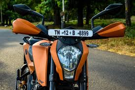 this ktm duke 390 has copper matte metallic color paired with