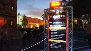 the walking dead halloween horror nights the haunted houses at hhn 2012 an insider u0027s spoiler free reviews