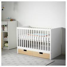 ikea chambre bébé lit bebe avec table a langer beau table a langer ikea stuva trendy