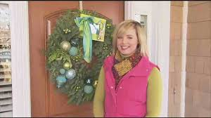 how to make an ornament wreath for