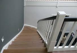 geschlossene treppen holztreppe natur weiß anthrazit viertelgewendelt tischlerei lohse