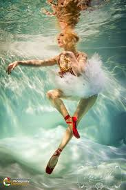 by harry fayt underwater harry fayt pinterest professional underwater model poses as a ballerina underwater