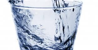 due litri di acqua quanti bicchieri sono otto bicchieri d acqua al giorno butac bufale un tanto al chilo