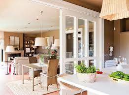 cuisine avec verriere interieur verrière intérieure en bois pour un espace cosy parfaitement organisé