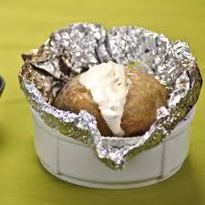 cuisiner les pommes de terre recette pommes de terre au four cuisine madame figaro