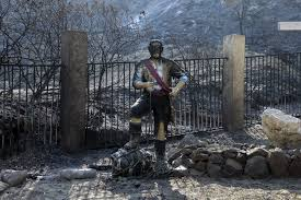Fire Evacuations Stevens County by Out Of Control Wildfire Grows To More Than 33 000 Acres In Santa