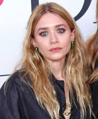 old hair at 59 dlisted ashley olsen is still seeing that 59 year old artist