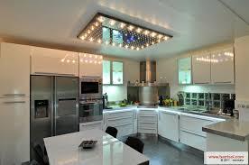 cuisine avec spot cuisine le plafond tendu barrisol dans votre cuisine