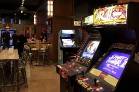 old video gamers open analog arcade bar in davenport