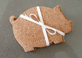 how to make adorable and inexpensive pig shaped coasters out of cork