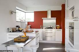 mur de cuisine deco mur de cuisine cuisine le bleu inspire la dco de la cuisine