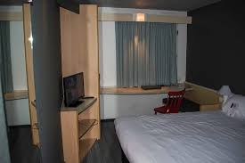 chambre de travail chambre plan de travail photo de hotel ibis nantes la beaujoire