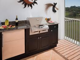 outdoor kitchen living