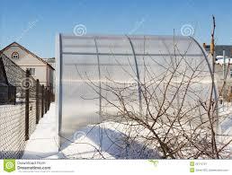 serre jardin d hiver une petite serre chaude est faite hiver de polycarbonate d u0027ââof