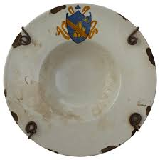 piatto stemma ornamental majolica plate traditional