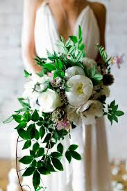 wedding flowers greenery 25 best cascading wedding bouquets ideas on cascading