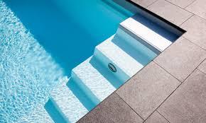 pool treppe viel platz zum schwimmen pool magazin