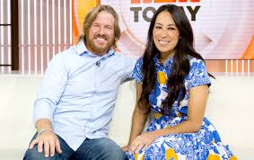 fixer upper u0027s chip and joanna gaines laugh off split rumors on tv