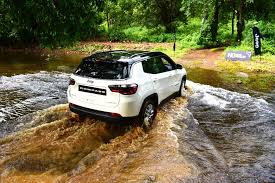 compass jeep white what makes the jeep compass the suv we all want motorbeam