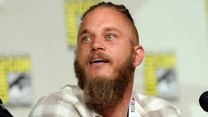 travis fimmel hair for vikings travis fimmel the vikings star will helm the warcraft film